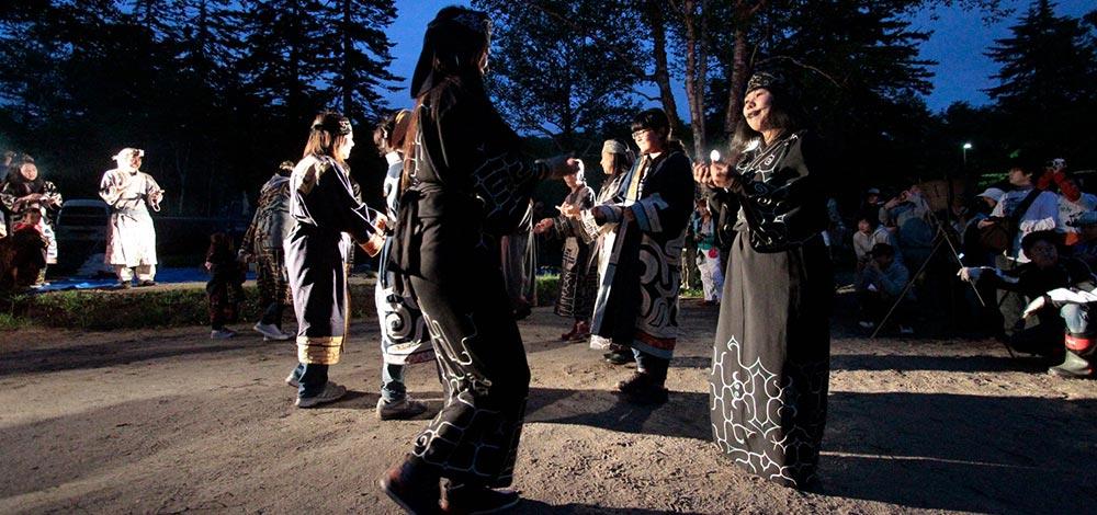 アイヌ古式舞踊の写真