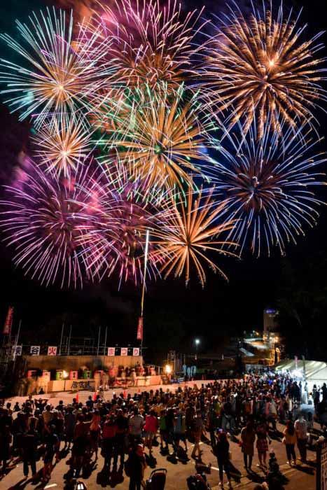 層雲峡峡谷火祭りの花火写真