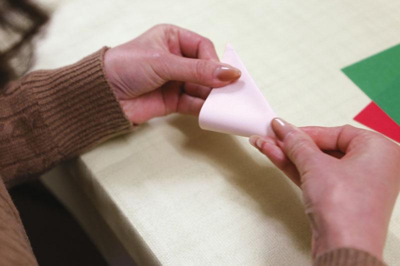 紙を折る様子2