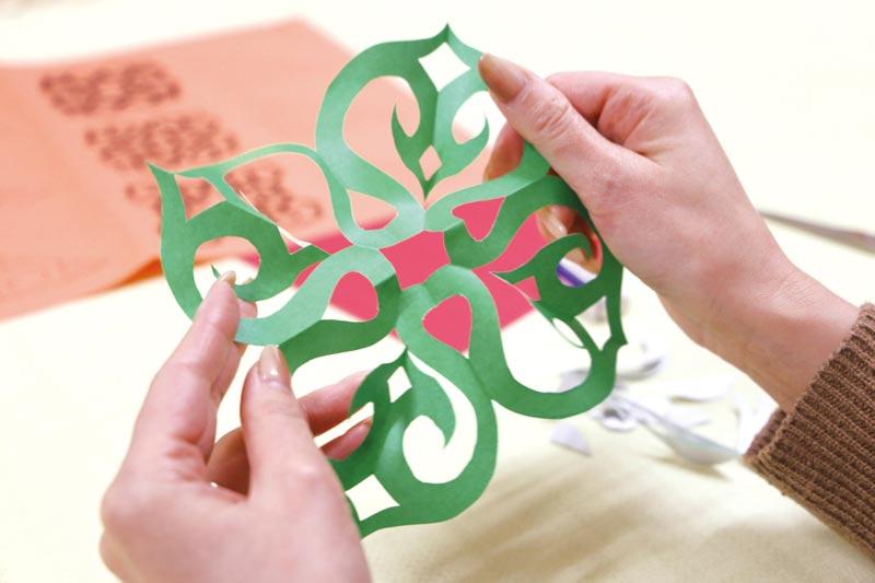 アイヌ文様切り紙体験の作品